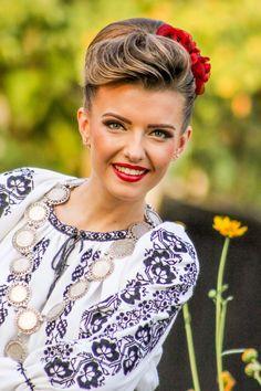 """Soroc din Banatul de câmpie, aflat pe cel de-al doilea album al meu, intitulat """"Al mai bine-i în Banat"""". Mai, Orchestra, Romania, Beauty Women, Album, Youtube, People, Folklore, Hairstyles"""