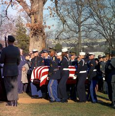 1963-11-25: Carrying JFK to his gravesite.