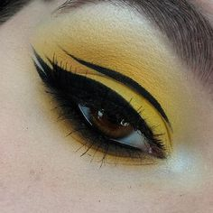 """WEBSTA @ rachelcmakeup - ✖️FLUIDLINE✖️Last one of this look 💛PRODUCTS:@sleekmakeup """"Bamm!"""" From the Ultra Mattes V1 Palette,@sugarpill """"Buttercupcake"""" in the crease   lid,@makeupgeekcosmetics """"Chickadee"""" to darken the crease, and """"Morocco"""" as well as Chickadee to blend the lower lashline,@urbandecaycosmetics """"Blackout"""" to smoke out the lower lashline,@maybelline Master Ink Gel Liner on a @zoevacosmetics Bent Liner Brush and @inglotireland 32T Brush for the liner,@inglotireland No.77 Gel…"""