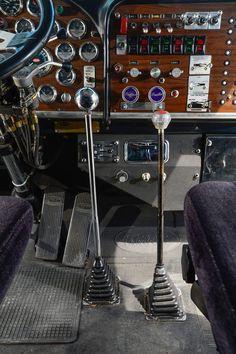 real set of sticks in a classic 359 Peterbilt!A real set of sticks in a classic 359 Peterbilt! Show Trucks, Big Rig Trucks, Old Trucks, Peterbilt 359, Peterbilt Trucks, Custom Big Rigs, Custom Trucks, Rv Truck, Heavy Duty Trucks