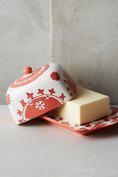 Anthropologie Gloriosa Coral & White Covered Butter Dish * Beautiful gift * NEW #Anthropologie