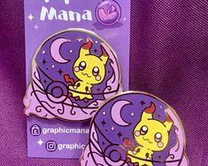 Pokemon Pins, Cute Pokemon, Alice Anime, Favorites List, Kawaii Stuff, Cool Pins, Pin And Patches, Kawaii Fashion, Pin Badges