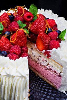 High gateau with strawberry cream and Daim Norwegian Cuisine, Norwegian Food, Norway Food, Cake Recipes, Dessert Recipes, Swedish Recipes, Norwegian Recipes, Kolaci I Torte, Scandinavian Food