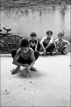 Childrens Toys and Games. Beautiful Children, Beautiful Boys, Life Is Beautiful, Village Photography, Cute Kids Pics, Mural Wall Art, Foto Art, Children Images, Black N White Images