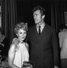 Jean Seberg and Clint Eastwood at a party for Paint your wagon in Hollywood, 1968 Photo: Getty images Jean Seberg, Golden Age Of Hollywood, Vintage Hollywood, Hollywood Stars, Classic Hollywood, Clint Eastwood, Vogue Paris, Good Old Movies, Romain Gary