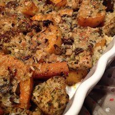 Hähnchen-Kürbis-Gröstl mit Parmesan-Panko-Kürbiskernkruste aus dem Backofen