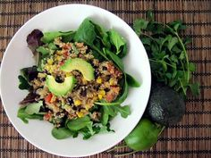 A Reader Recipe: Southwestern Quinoa Salad With Lime Cilantro Vinaigrette: Quinoa is so versatile, and the ancient grain's power is shown off in this fiber-filled Southwestern-inspired dish. A lime-cilantro vinaigrette takes the flavor to the next level. Healthy Cooking, Healthy Eating, Cooking Recipes, Healthy Detox, Breakfast Healthy, Health Breakfast, Cooking Tips, Healthy Mexican Recipes, Mexican Cooking