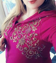 Couture Embroidery, Hand Embroidery, Embroidery Designs, Mode Abaya, Modele Hijab, Kaftan Style, Moroccan Caftan, Moroccan Design, Diy Clothes