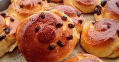 Σταφιδόψωμα ,αφράτα, τέλεια ,γευστικά !!!!    ΥΛΙΚΑ ΚΑΙ ΣΥΝΤΑΓΗ:  Βάζουμε στο μπολ 1 ποτήρι γάλα χλιαρό φρέσκο,  1 ποτήρι νερό χλιαρό,... Breakfast Time, Greek, Muffin, Muffins, Cupcakes, Cupcake