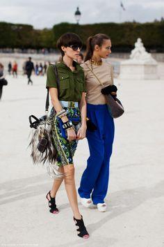 Green shirt, pattern skirt, furry bag, chunky accessories.