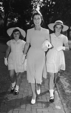 The bouvier sisters with their mother Janet.   Photo: l:r lee, Janet, adorable Jackie