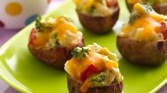 Twice Baked Broccoli and Cheese Potato Bites using Green Giant veggies. These yummy potato bites will make a great game day treat! This easy recipe is perfect for game day and only takes 20 minutes to prep. One Bite Appetizers, Appetizer Recipes, Heavy Appetizers, Simple Appetizers, Delicious Appetizers, Holiday Appetizers, Snack Recipes, I Love Food, Good Food