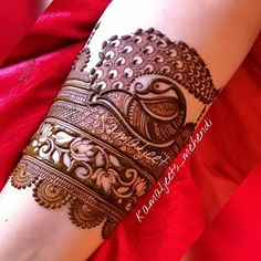 64 Latest Peacock Mehndi Design to try in 2018 for hands and feet - Wedandbeyond Henna Hand Designs, Mehndi Designs Finger, Peacock Mehndi Designs, Modern Mehndi Designs, Mehndi Designs For Girls, Mehndi Design Pictures, Wedding Mehndi Designs, Mehndi Designs For Fingers, Beautiful Henna Designs