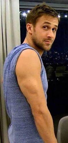 Ryan Gosling - hallo bovenarm!