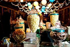 Set up a unique alternative to the candy buffet at your wedding, a popcorn bufffet. Use flavored popcorn as a fun favor for your guests at your wedding reception. A great new wedding trend! Popcorn Station, Candy Table, Candy Buffet, Wedding Popcorn Bar, Wedding Food Stations, Pop Corn, Flavored Popcorn, Alice, Do It Yourself Wedding