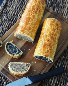 Classic Hungarian rolls - delicious, tender and with a very nice crust-Crackle! You will need: For the dough: 450 g flour 185 g butter sugar a pin Ukrainian Recipes, Croatian Recipes, Hungarian Recipes, Russian Recipes, Nut Recipes, Healthy Dinner Recipes, Dessert Recipes, Cooking Recipes, Cooking Food