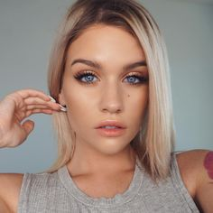 """40.6k Likes, 194 Comments - 🇨🇦 SAMANTHA  R A V N D A H L (@ssssamanthaa) on Instagram: """"summer glow 🌞 wearing @natashadenona face glow foundation mixed with @esteelauder double wear nude…"""""""