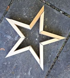 A tutorial to make your own five pointed DIY wood stars. Create three dimensional wood stars wall art using free plans here. wood projects projects diy projects for beginners projects ideas projects plans Popular Woodworking, Woodworking Projects Diy, Diy Wood Projects, Wood Crafts, Projects To Try, Woodworking Tools, Woodworking Furniture, Sewing Projects, Diy Christmas Star