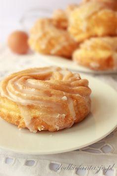 Pyszne klasyczne pączki wiedeńskie zwane też hiszpańskimi - z ciasta parzonego. :)