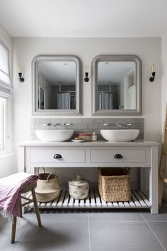 Design & styling by Imperfect Interiors at this lovely house in W., Interior Design & styling by Imperfect Interiors at this lovely house in W., Interior Design & styling by Imperfect Interiors at this lovely house in W. Bathroom Red, Double Sink Bathroom, Family Bathroom, Bathroom Layout, Bathroom Interior Design, Small Bathroom, Bathroom Ideas, Feminine Bathroom, Parisian Bathroom