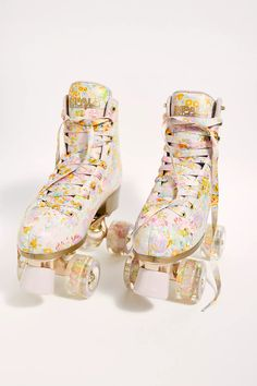 Retro Roller Skates, Roller Skate Shoes, Quad Roller Skates, Roller Disco, Roller Skating, Roller Derby Girls, Cynthia Rowley, Skates Vintage, Cooler Look