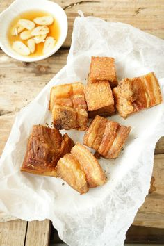 Lechon Kawali instruction: Put pork belly in a large cooking pot and add water. Boil until the meat is soft. When the meat is done Pork Belly Recipes, Cuban Recipes, Pork Chop Recipes, Filipino Recipes, Meat Recipes, Filipino Food, Filipino Dishes, Cooking Recipes, Pinoy Food