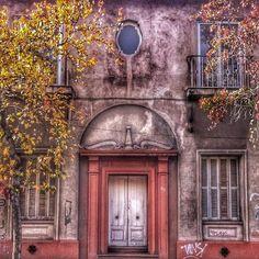 Facade entrance door Santiago de Chile by @laciudadalinsta   © Joyas de Santiago Windows, Photo And Video, World, Instagram, Santiago, Cities, Jewelery, The World, Window