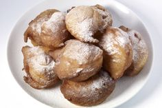 Equally, together with the Dutch Apple beignets, a typical New Years Eve treat. The dough can be compared to the donut ones but is still very different. Traditional Dutch Recipes, Polish Recipes, Cookies, Love Food, Sweet Recipes, Sweet Tooth, Brunch, Food And Drink, Yummy Food