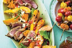 Šalát s pečenou tekvicou, paradajkami, fetou a mäsom | Recepty | zena.sme.sk