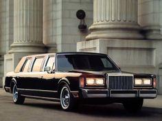 10 limousines pour ne pas passer inapercu sur la Croisette : Une Lincoln Town Car, comme à Wall Street