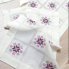 Cross Stitch Alphabet Patterns, Bargello, Quilts, Embroidery, Blanket, Handmade, Crafts, Instagram, Chicken Cross Stitch