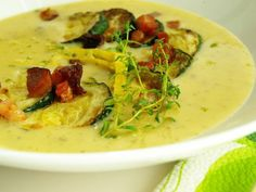 Cuketová polévka Cheeseburger Chowder, Thai Red Curry, Soup Recipes, Grilling, Treats, Ethnic Recipes, Food, Baguette, Restaurant