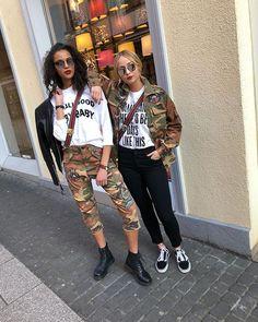 GIRLS ON FIRE#newcollection #replay #camouflage #jacket #cargobux #lalu #summer18 #bagstraps #gabrielefrantzen #crewfun #everyblondieneedsabrownie #spektre #sunglasses #shootingtime #newstuff #coolgirls #moh_anna #minakrz #happy @worldkoblenz