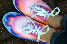 Create your own dip-dyed shoes (The Artful Kids Blog)