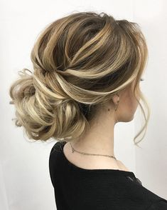 Whether a classic chignon, textured updo or a chic wedding updo with a beautiful details. These wedding updos are perfect for any bride looking for a unique wedding hairstyles... #WeddingHairstyles