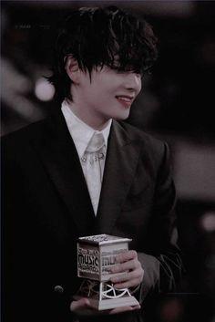 porque no eres el chico del que me enamoré. Foto Bts, Bts Photo, Bts Boys, Bts Bangtan Boy, Jimin, Jung Kook, Taehyung Selca, V Bts Cute, Suki