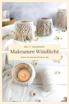 Diese Makramee Windlichter sind ideal für einen gemütlichen Herbstabend, eine Hochzeitsdeko, Tischdekoration für Taufen, als Geburtstagsgeschenk oder einfach so für ein hübsche Boho-Deko zuhause. Die ausfürhliche Anleitung findet ihr auf meinem Blog www.mrsgreenhouse.de #makramee #handmade #herbst #hochzeit #deko #boho Diy Upcycling, Diy Greenhouse, Macrame, Place Cards, Place Card Holders, Blog, Inspiration, Jewelry Making, Baptisms