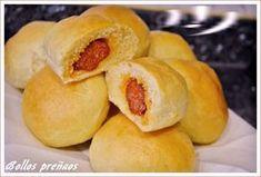 Quien no conoce estos deliciosos bollos preñaos…. típicos de la región de Asturias. Los puedes consumir tanto fríos como calientes. El bollo preñao se distingue, del bollo con chorizo normal,… Hot Dog Buns, Hot Dogs, Tapas, Chorizo, Empanadas, Hamburger, Buffet, Pasta, Bread
