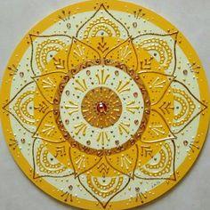 Portal Do Sol, Mandala Art Lesson, Diamond Paint, Dot Art Painting, Cement Crafts, Doodles Zentangles, Mandala Design, Painted Rocks, Art Lessons