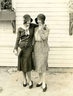 ▫Duets▫groups of two in art and photos - Flappers