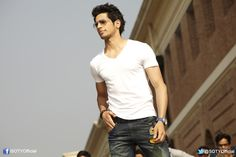 Kukkad Kamaal Da... Student Of The Year, Hot Hunks, Movie Photo, Bollywood Actors, Eye Candy, Best Friends, Cute, Mens Tops, Movies