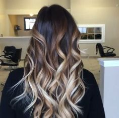 Beautiful colour Ombre Hair Color, Hair Color Balayage, Hair Highlights, Burnette Hair, Medium Hair Styles, Curly Hair Styles, Hair Upstyles, Beautiful Hair Color, Ombré Hair