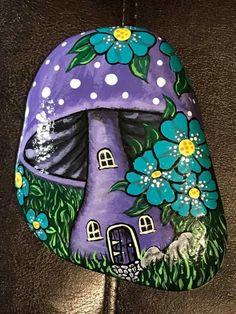 Pebble Painting, Pebble Art, Stone Painting, Painted Rocks Craft, Hand Painted Rocks, Rock Painting Ideas Easy, Rock Painting Designs, Village Drawing, Drawing Rocks