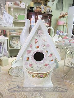 Gorgeous teapot birdhouse!