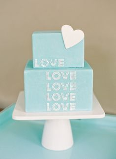 We love, love, love this Tiffany Blue-colored confection!    Photo by Jen Huang Photography