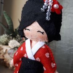 Bambola di stoffa fatta a mano in feltro per le amanti dell Oriente