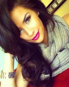 bold pink lips. its looks like this that make me want to be a brunette, its just not the same on blondes!