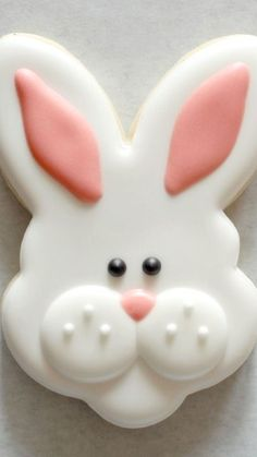 Sugarcraft rabbit faces - How To Make Bunny Face Cookies - inspiration for Easter baking and desserts Easter dessert Fancy Cookies, Iced Cookies, Easter Cookies, Royal Icing Cookies, Holiday Cookies, Sugar Cookies, Cookies Et Biscuits, Easter Cake, Easter Food