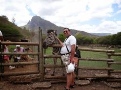 Mauritius la raspantiile Oceanului Indian   Am mangaiat o zebra :)