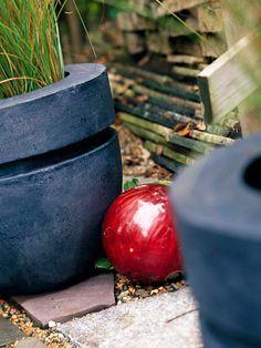 Easy and Inexpensive Ideas for Outdoor Rooms: bowling balls as garden art! Outdoor Rooms, Outdoor Gardens, Outdoor Living, Outdoor Ideas, Outdoor Decorations, Design Jardin, Garden Design, Bowling Ball Art, Fun Bowling